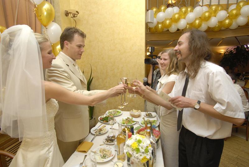Свадебные конкурсы для гостей и тосты